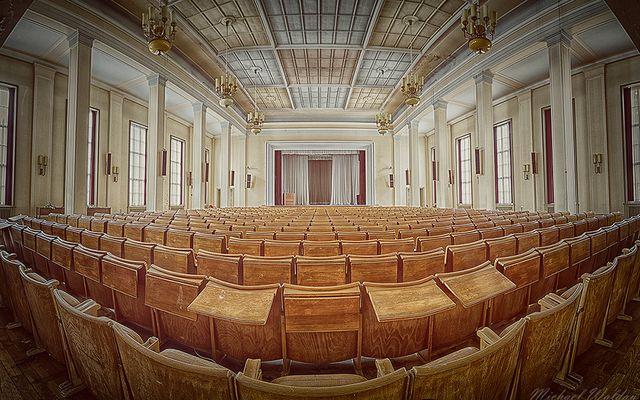 Plenarsaal (II)