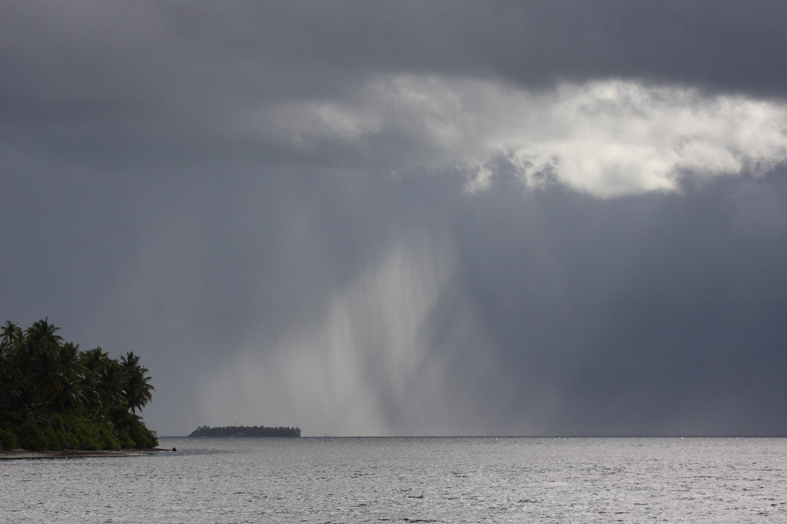 pluie croisée aux Maldives