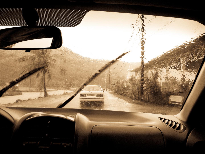 pluie en voiture à l'autre bout du monde