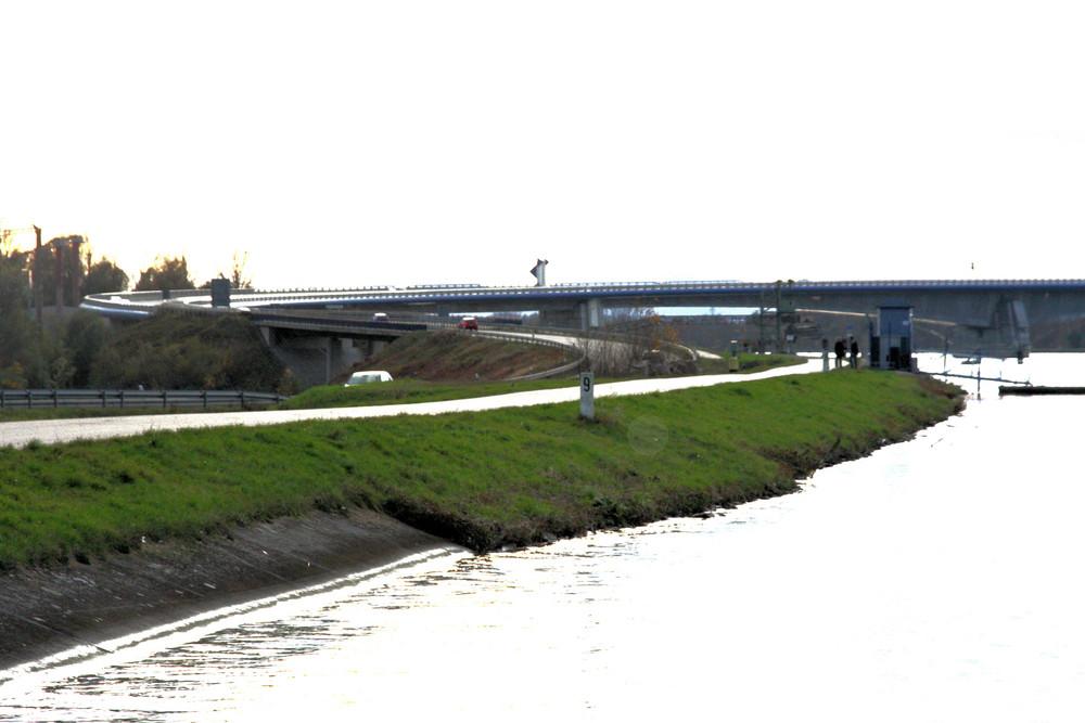 plus jamais de guerre, le pont PFLIMLIN qui unit deux nations.