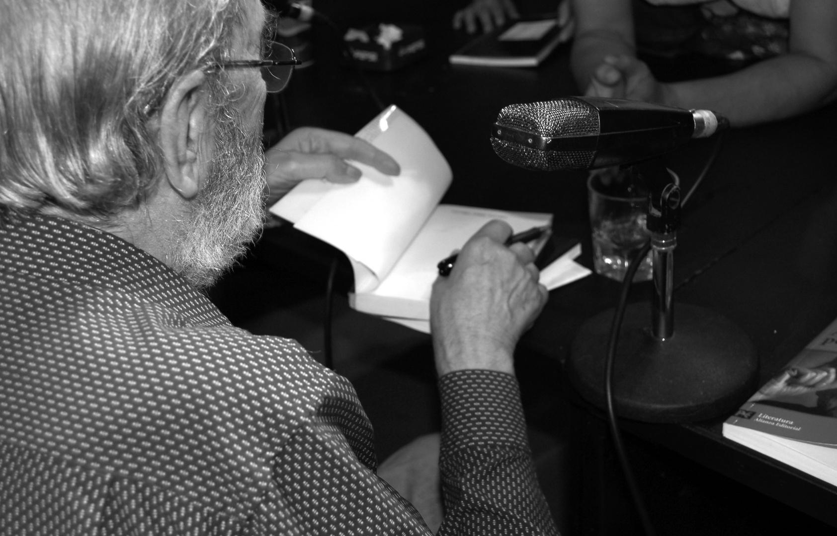 Poeta Ángel Gonzalez