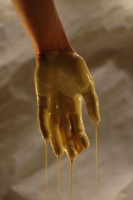 Poignée de main à un Alien