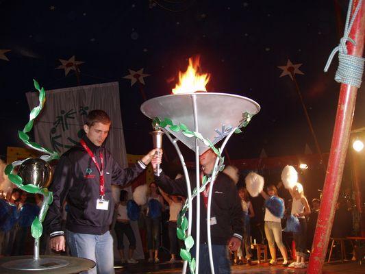 Pokal und Olympia Flamme Special Olympics