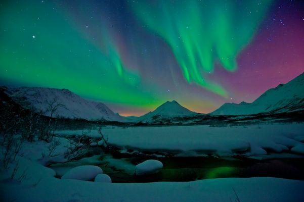 Polarlicht am Bach