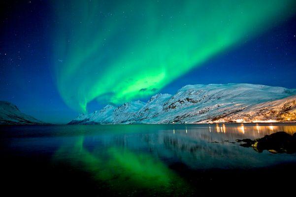 Polarlicht an Fjord Nähe Tromsö