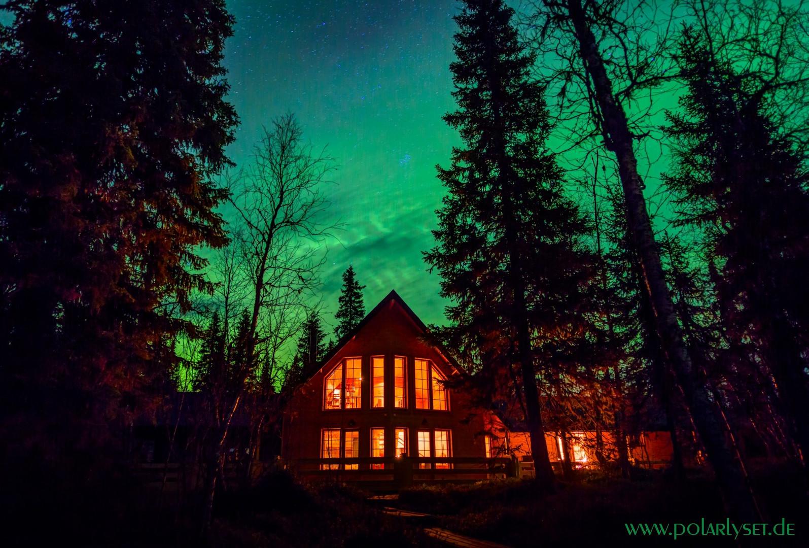 Polarlicht über dem Haus