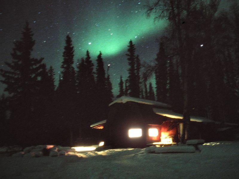 Polarlicht über Husky-Kennel