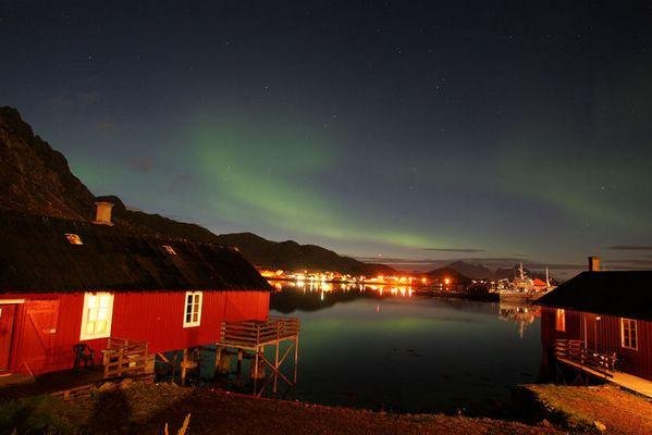 Polarlichter über Ballstad (Lofoten)