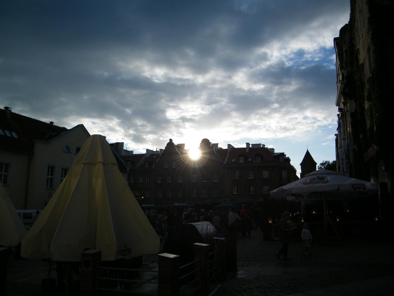 Polen Olsztyn (Allenstein) Abendstimmung am Marktplatz