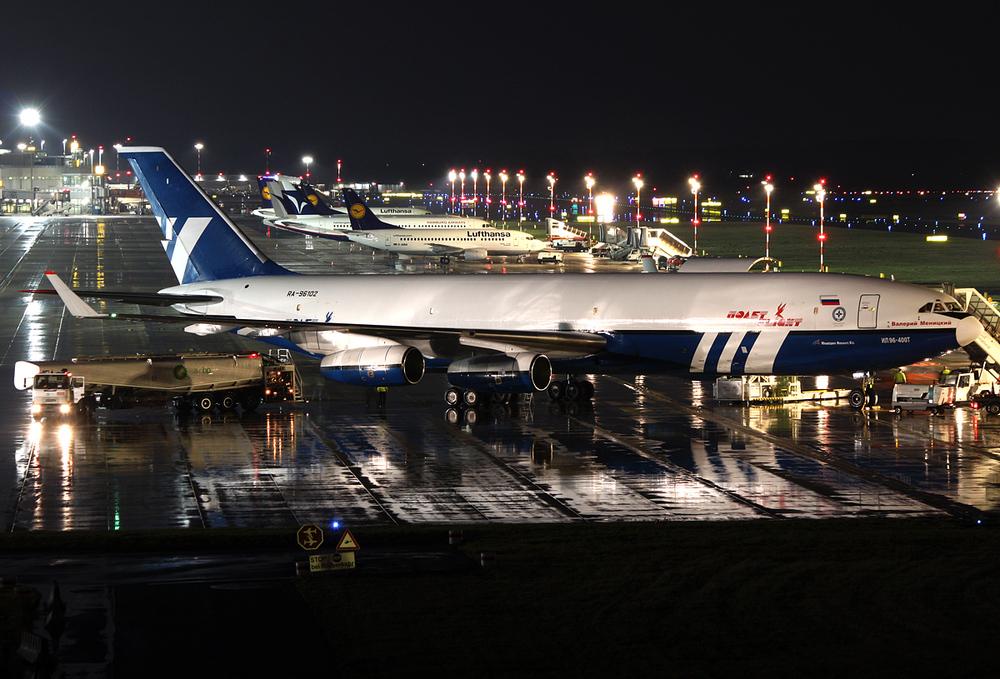 Polet Flight Ilyushin Il-96-400T RA-96102