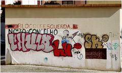Politici fanno graffiti sul muro.....ecco qui un caso di  brutta Libertà!!