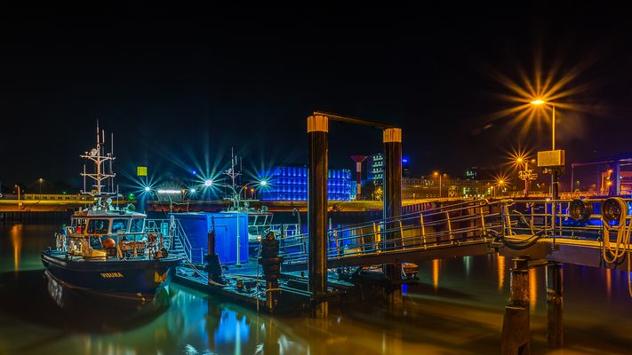 """Polizeiboot """"VISURA"""" an seinem Anleger in Bremerhaven"""