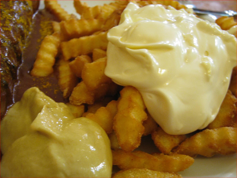Pommes mit Mayo
