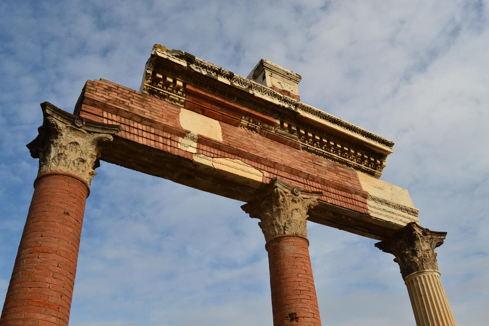 Pompéi, temple sur le forum