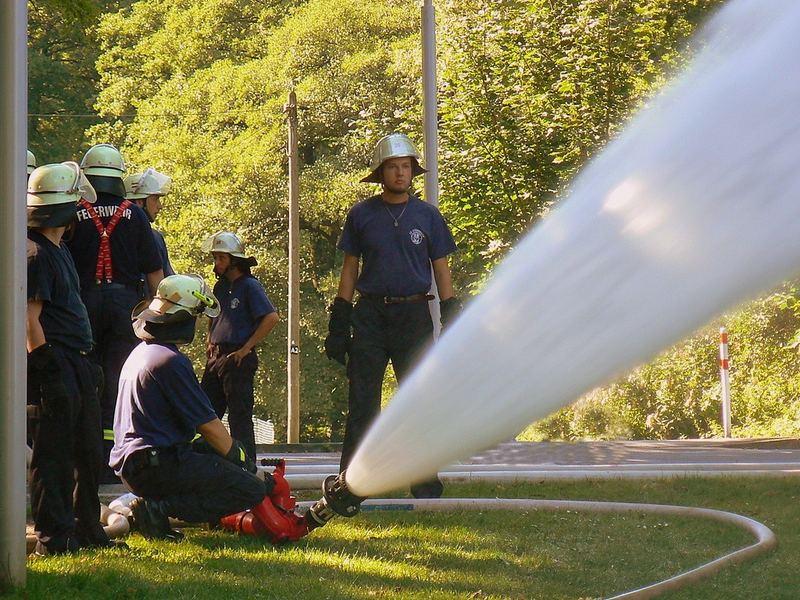 Pompieri in esercitazione.