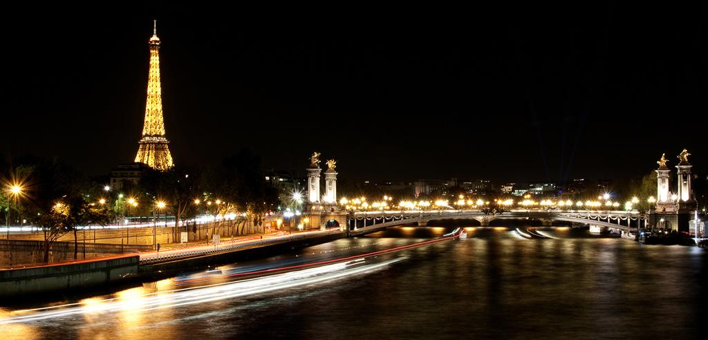 Pont Alexandre III, Tours Eiffel