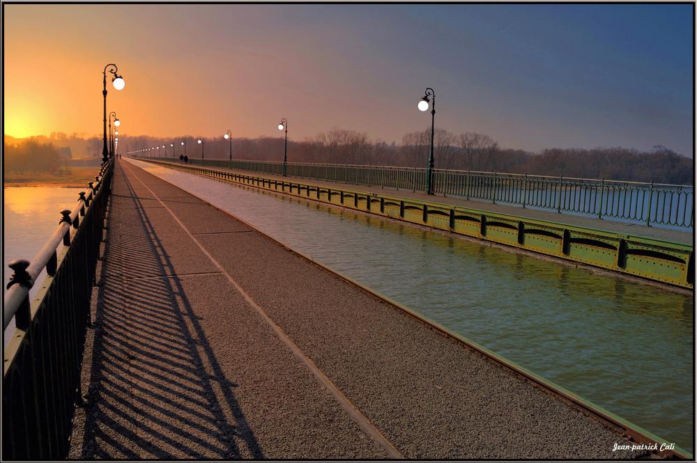 Pont canal sur la Loire ( à Briare )