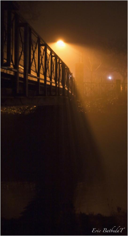 Pont dans le Brouillard