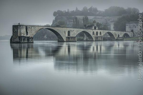 Pont d'Avignon sous la brume