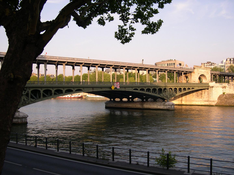 Pont de Bir Hakeim à Paris