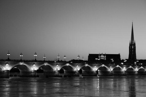 Pont de Bordeaux un soir de décembre