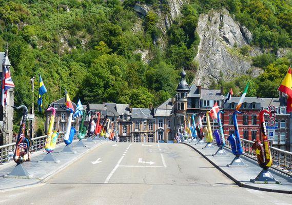 Pont de Dinant et Saxophones