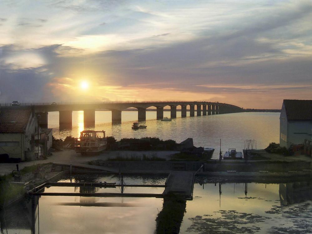 pont de l ile d oleron .