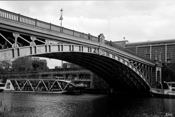 Pont de la Motte Rouge et bateau de l'Erdre
