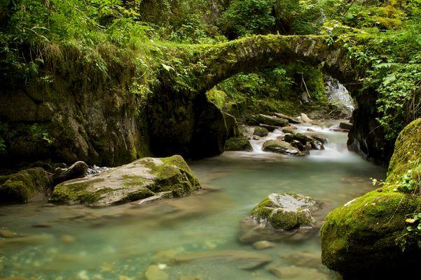 Pont de pierre à Megève en Haute Savoie
