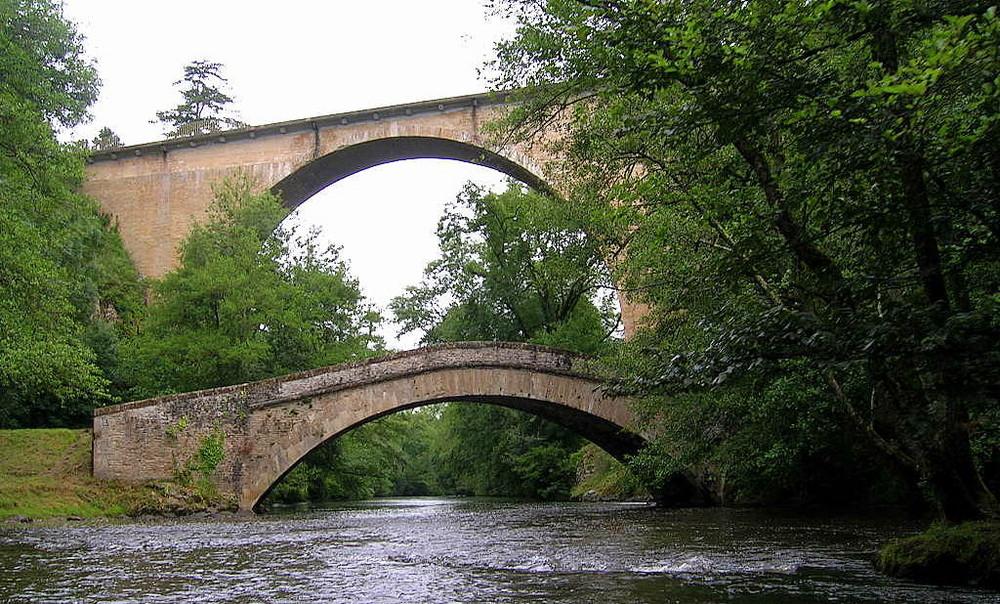 pont de pierre sur la Cure