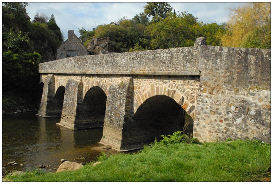 Pont de pierre sur la Sarthe (2)