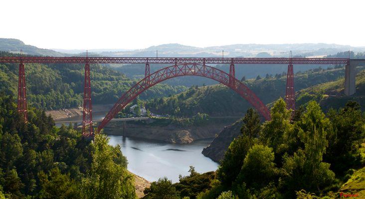 Pont métallique à grand arc, viaduc de Garabit, Cantal, Auvergne