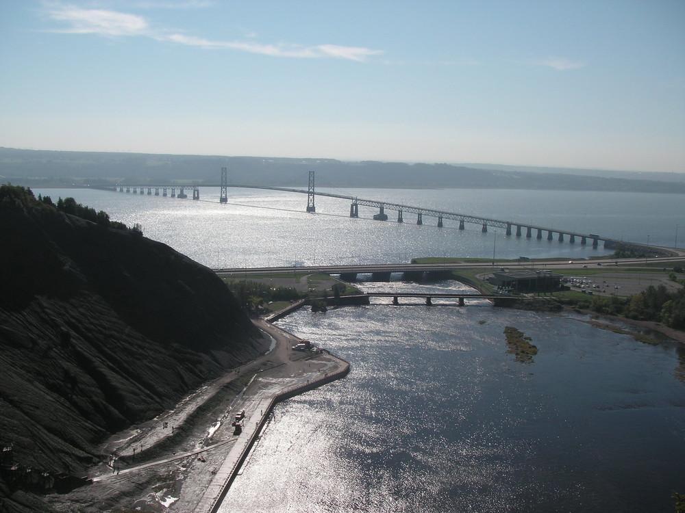 Pont qui mène à l'ile d'Orléans (QUEBEC)