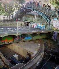 Pont tournant de la Grange-aux-Belles (ouverture en cours)...