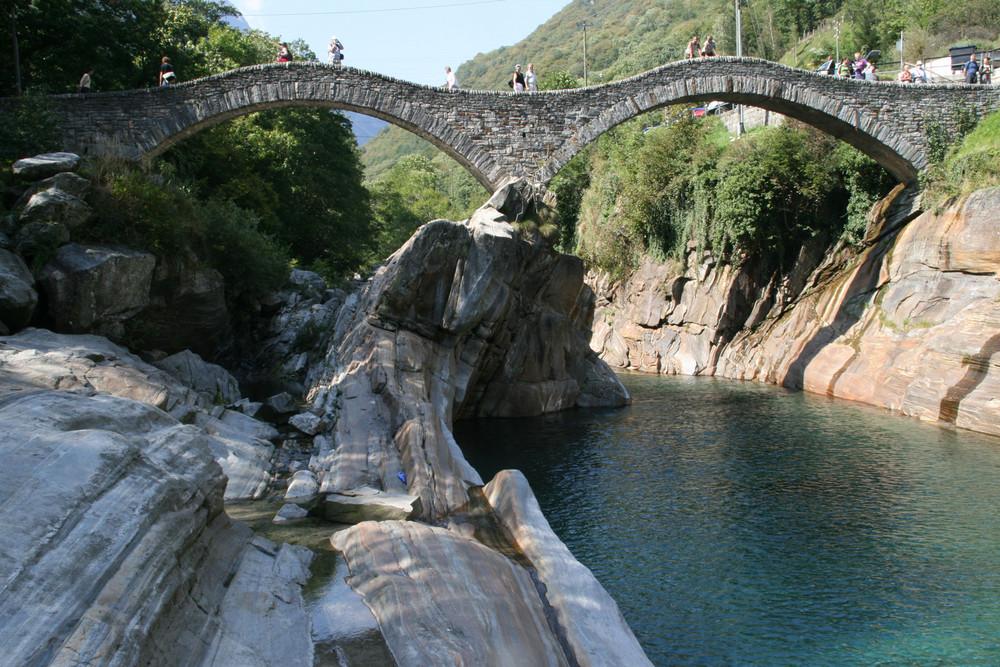 Ponte dei Salti bei Lavertezzo (Tessin)