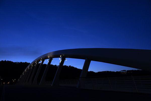 Ponte delle Musica con cielo blu