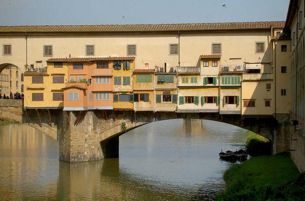 Ponte Vecchio in der Morgensonne