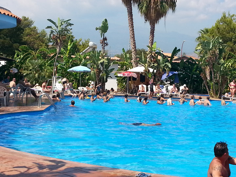 Poolparty in der Nachsaison