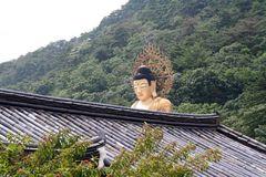 Popjusa / Beopjusa mit stehendem Buddha