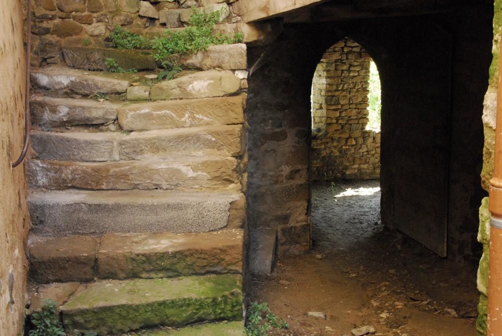Porche et escalier à St andré de rosans