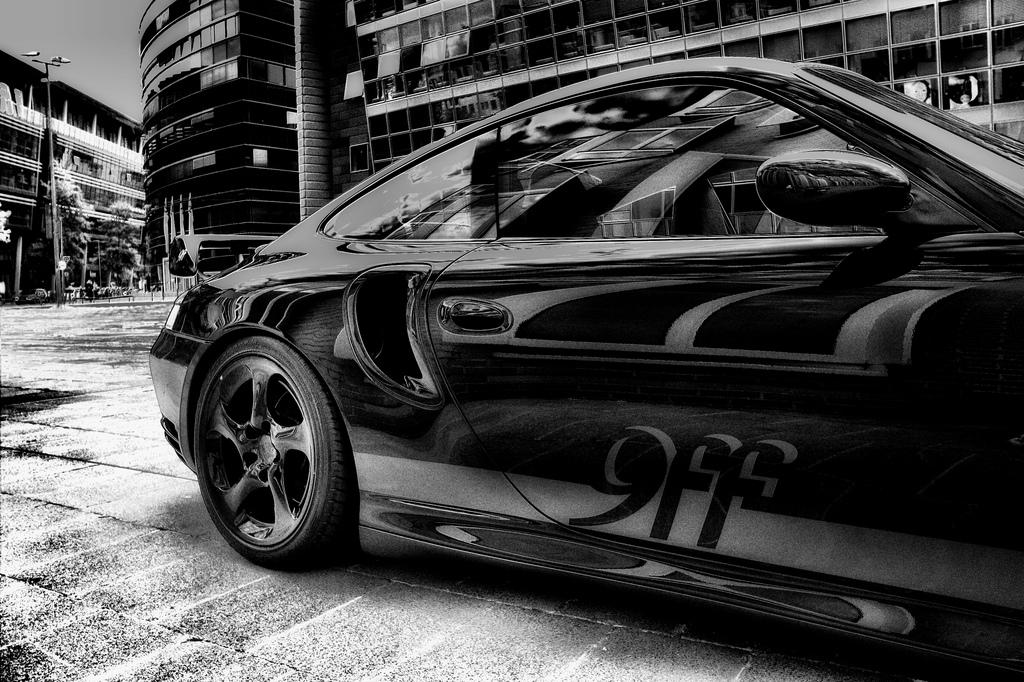 Porsche 9ff black