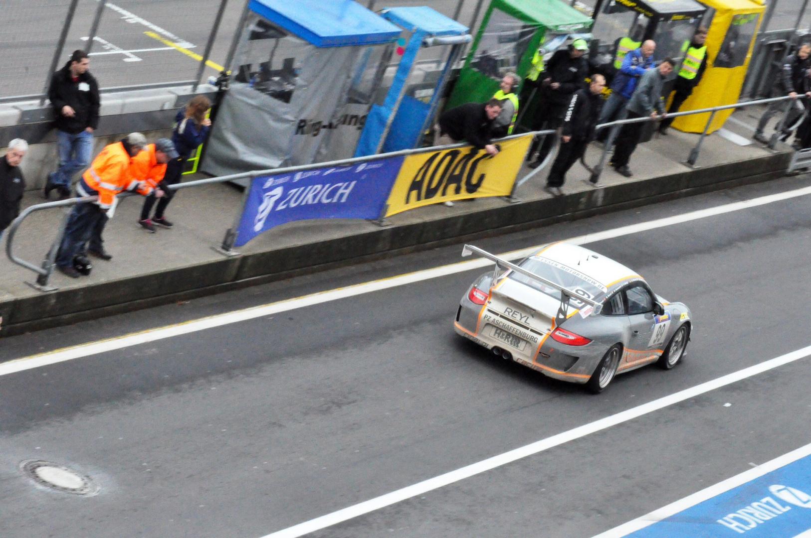 Porsche GT3 Boxengasse VLN