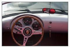 Porsche mit roten Sitzen