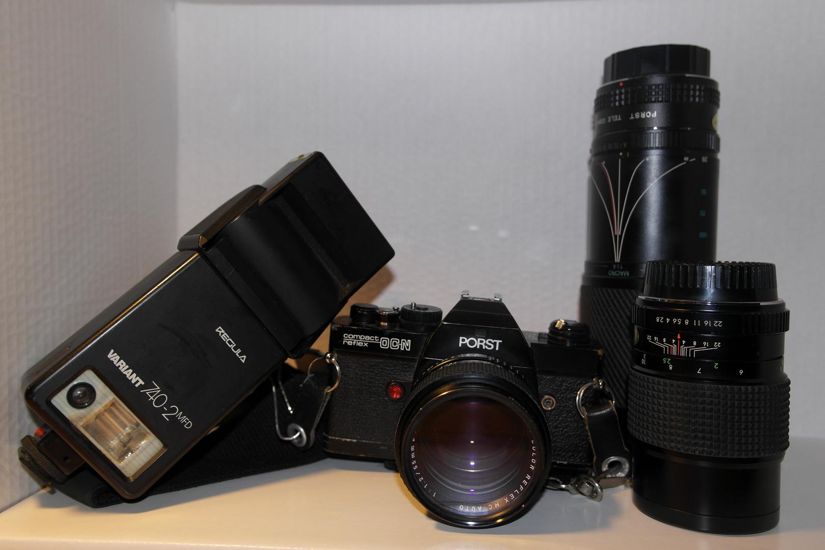 Porst Kamera mit Objektive und Blitz.