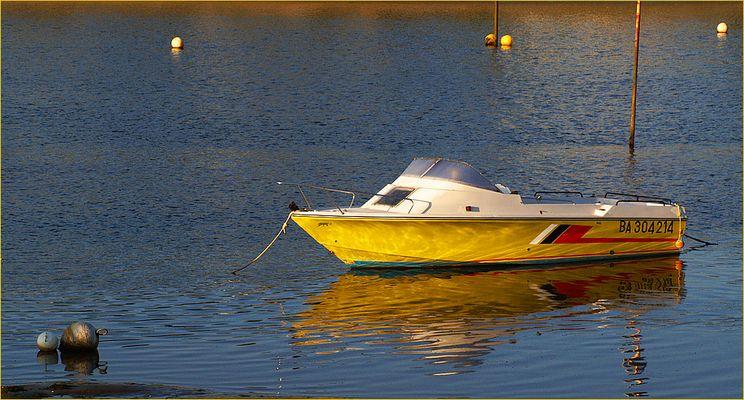 Port de Mimizan - Le bateau jaune