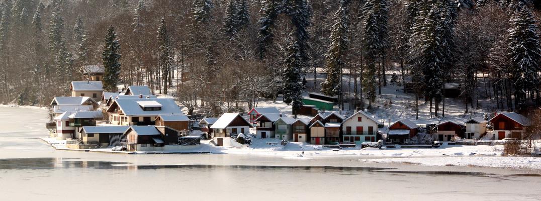Port titi sous la neige, lac gelé