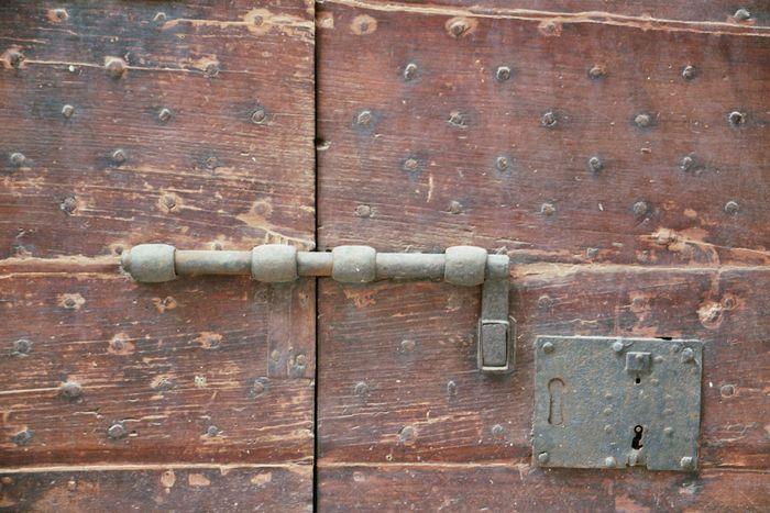 porta chiusa 4