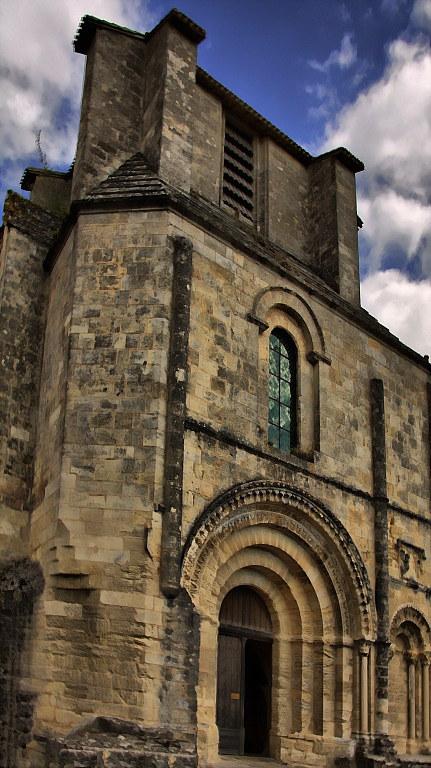 Portail de l'eglise monolithique romane de Saint Emilion