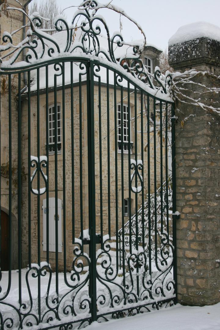 portail sculpté de neige