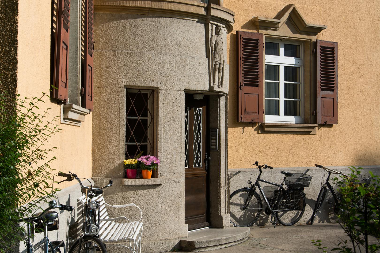 Portal des Beamtenwohnhauses Augustusstraße/Am Römerlager in Mainz